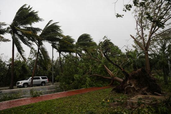اعصار دلتا يضرب المكسيك