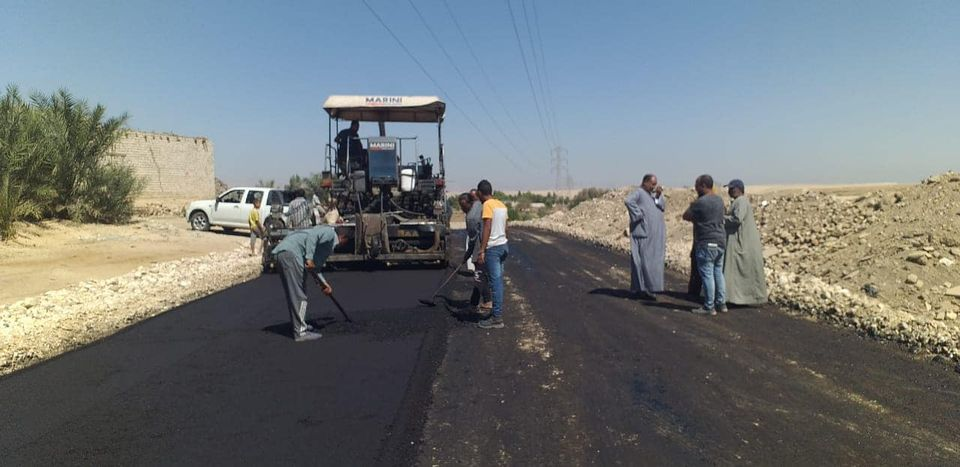 مدينة إسنا تعلن العمل على قدم وساق بالمشروعات القومية ورصف الطرق  (2)