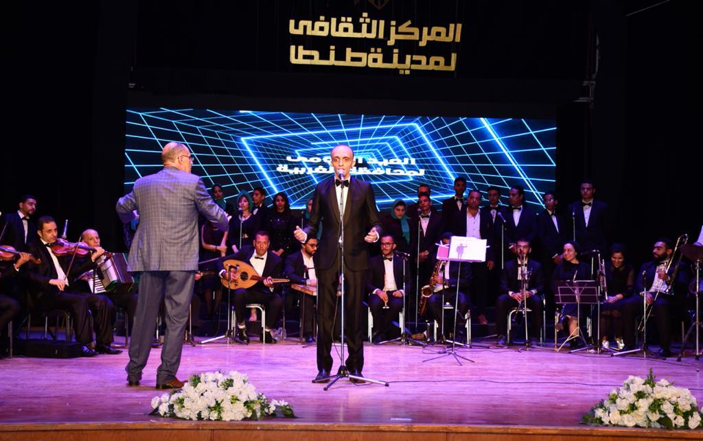 وزير الزراعة ومحافظ الغربية يشهدا حفل فني بالمركز الثقافي إحتفالا بالعيد القومي (5)