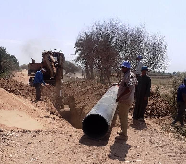 مشروعا مد خطوط مياه الشرب والصحى فى أسوان   (3)