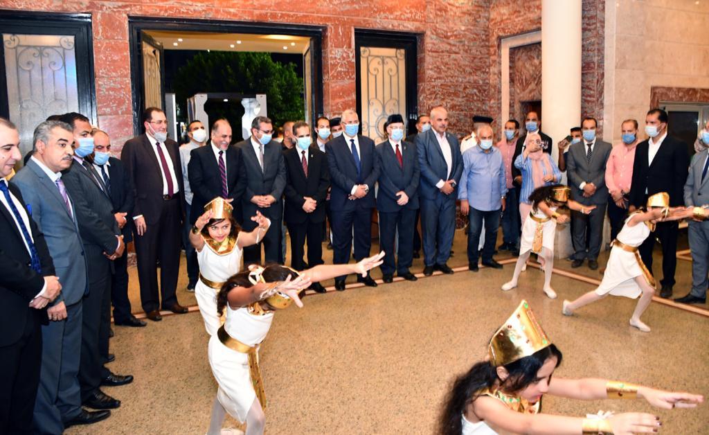 وزير الزراعة ومحافظ الغربية يشهدا حفل فني بالمركز الثقافي إحتفالا بالعيد القومي (4)