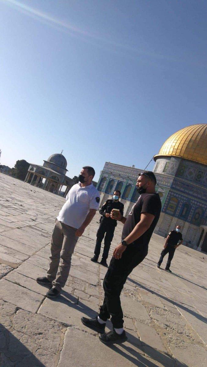 الاحتلال يعتقل اثنين من حراس الاقصى