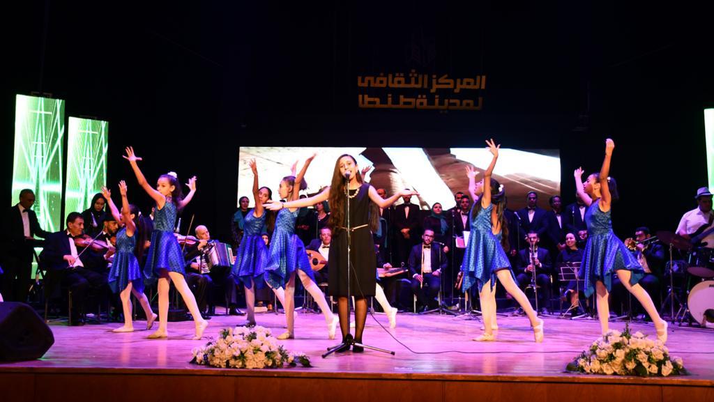 وزير الزراعة ومحافظ الغربية يشهدا حفل فني بالمركز الثقافي إحتفالا بالعيد القومي (6)