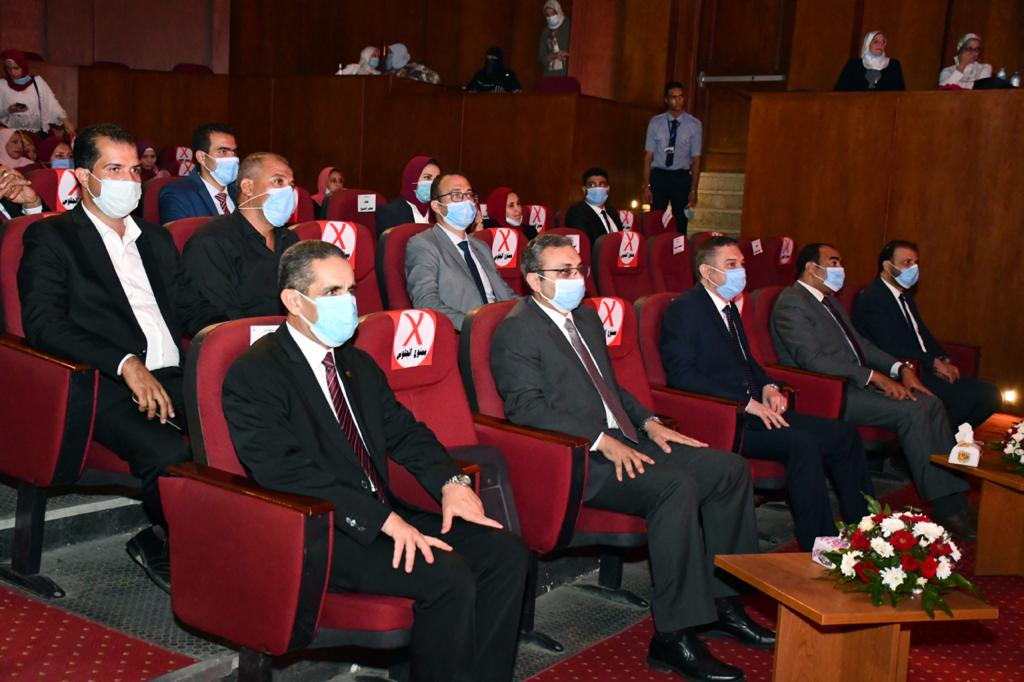 وزير الزراعة ومحافظ الغربية يشهدا حفل فني بالمركز الثقافي إحتفالا بالعيد القومي (1)