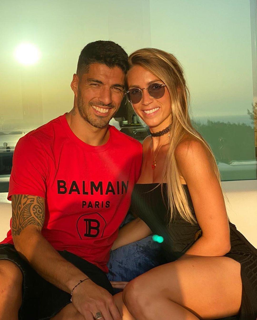 سواريز مع زوجته
