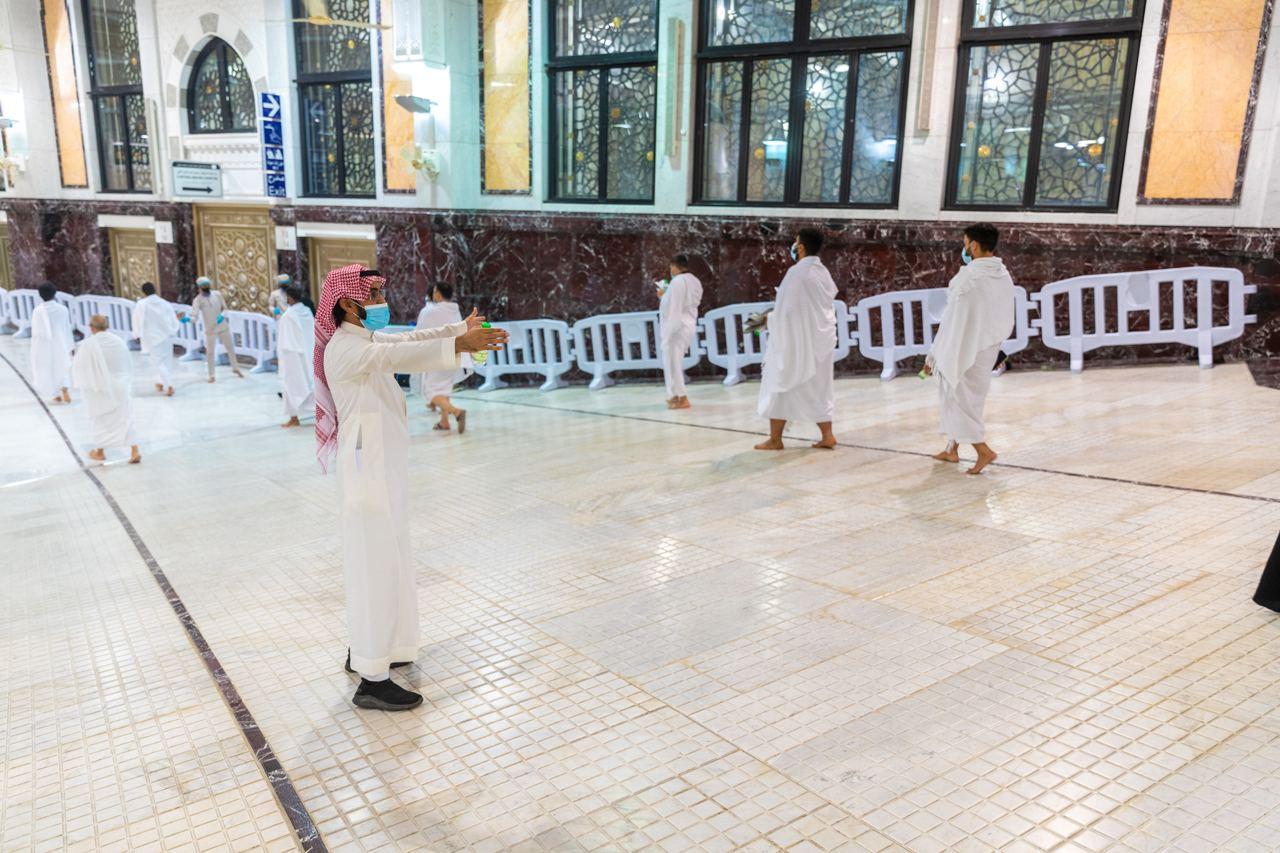 تكامل الجهود والاستعدادات بالمسجد الحرام في أول جمعة بعد عودة المعتمرين (4)