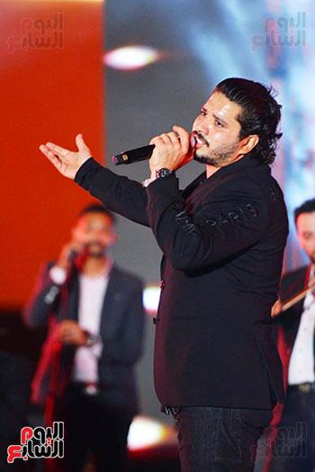 مصطفى حجاج يشعل الحفل