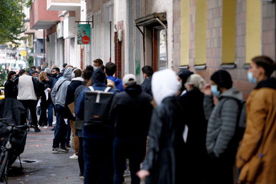 إقبال المواطنين على مراكز اختبار كورونا