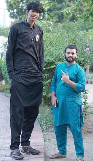 أطول شاب فى العالم