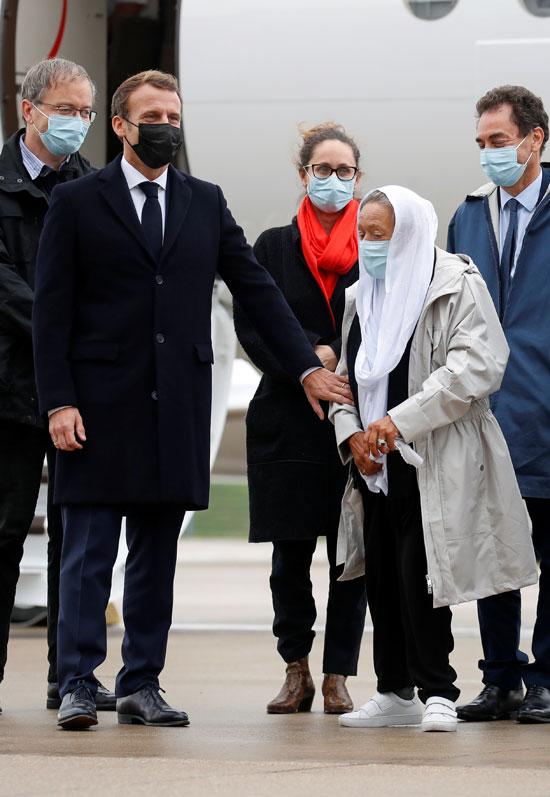 الرئيس الفرنسي إيمانويل ماكرون يستقبل بترونين