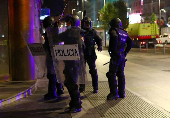اشتباكات بين الشرطة ومحتجين على قيود كورونا فى عدة مدن إسبانية (6)