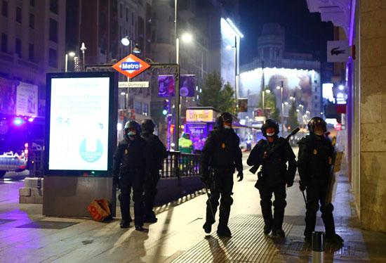 اشتباكات بين الشرطة ومحتجين على قيود كورونا فى عدة مدن إسبانية (5)