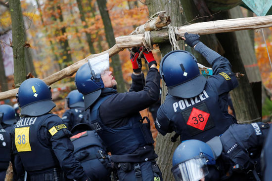 2020-11-10T090759Z_1657487192_RC290K9OVXVT_RTRMADP_3_CLIMATE-CHANGE-GERMANY-PROTEST