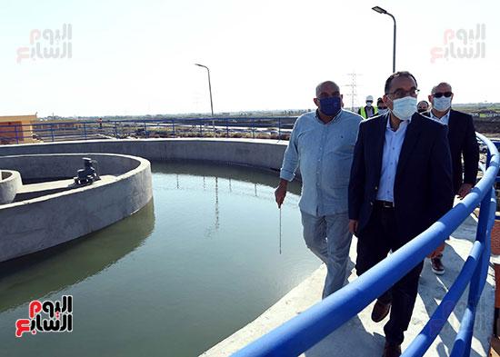 رئيس الوزراء يتفقد مشروع إنشاء محطة ترشيح المياه السطحية (6)