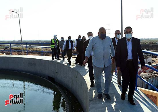 رئيس الوزراء يتفقد مشروع إنشاء محطة ترشيح المياه السطحية (5)