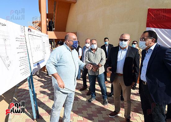 رئيس الوزراء يتفقد مشروع إنشاء محطة ترشيح المياه السطحية (2)