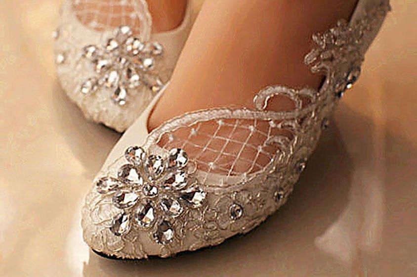 حذاء بدون كعب