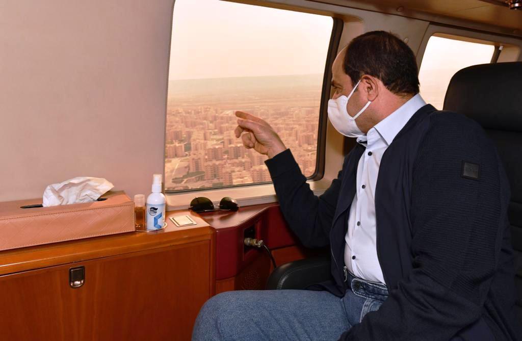 الرئيس السيسي يتابع جوا أعمال الإنشاءات فى العاصمة الإدارية
