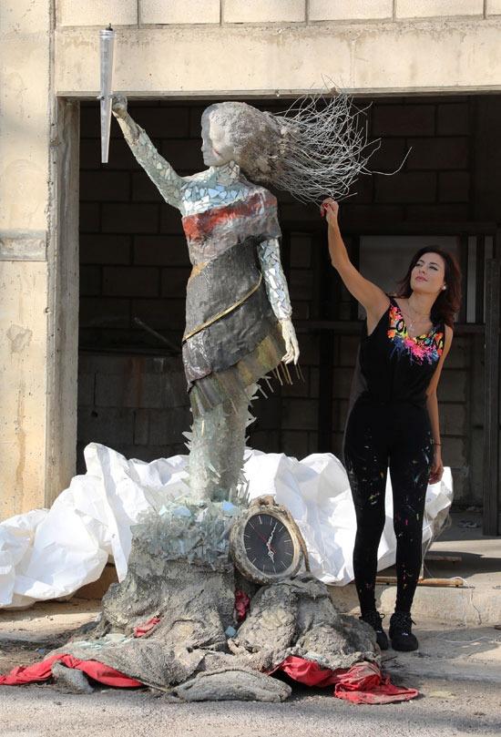 حياة أثناء العمل في التمثال