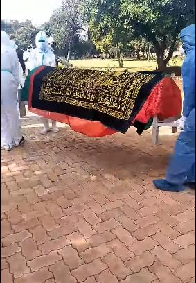 صلاة جنازة مهيبة للدكتور أشرف عمارة الطبيب المصرى الشهير في كينيا (1)
