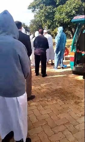 صلاة جنازة مهيبة للدكتور أشرف عمارة الطبيب المصرى الشهير في كينيا (3)