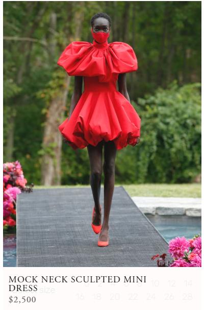 الفستان على الموديل