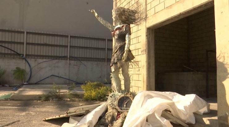 التمثال المصنوع من ركام الانفجار