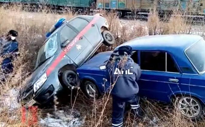 تصادم السيارتين بعد المطاردة