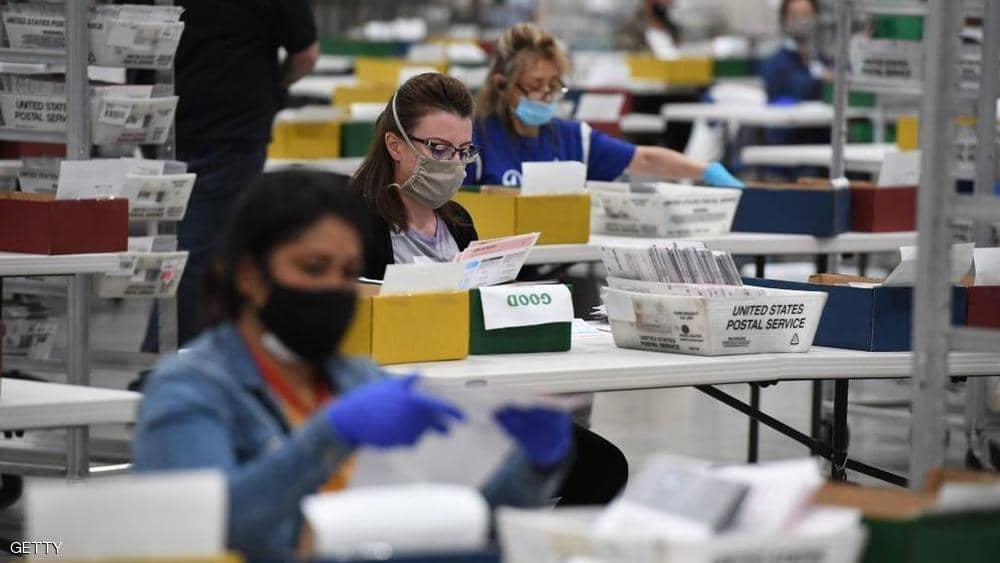 صورة أرشيفية لعملية فرز الأصوات بانتخابات الرئاسة الأميركية