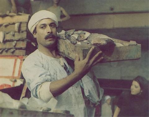 أحمد زكي ودور المعلم من فيلم شادر السمك