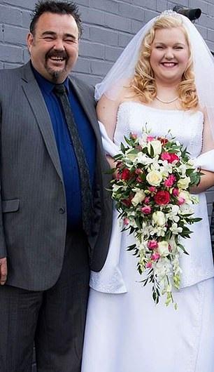 الفتاة ووالدها قبل إنقاص وزنها