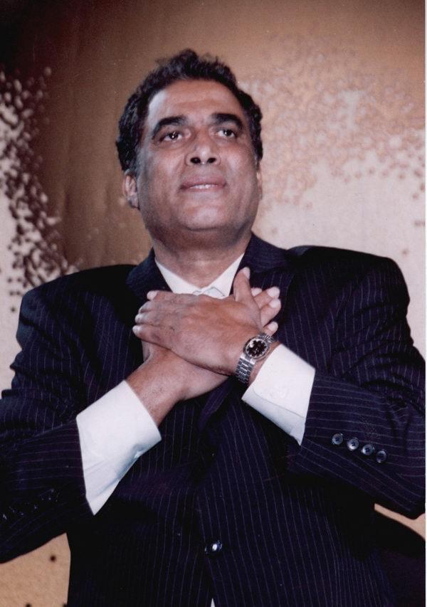 أحمد زكي خلال إحدى التكريم
