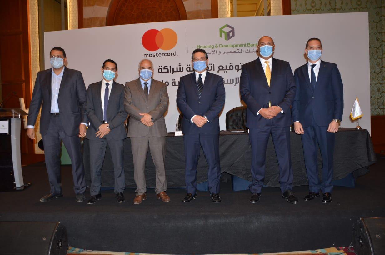 بنك التعمير والإسكان وماستركارد العالمية يوقعان عقد شراكة طويل الأجل  (2)