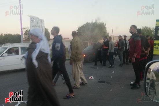 إصابة 6 أشخاص فى حادثى انقلاب سيارة وتصادم دراجتين ناريتين بالوادى الجديد (3)