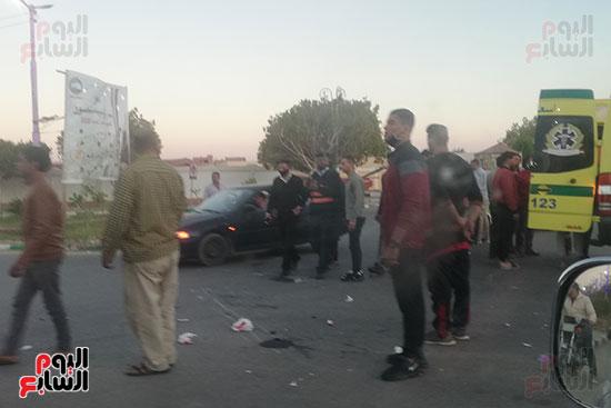 إصابة 6 أشخاص فى حادثى انقلاب سيارة وتصادم دراجتين ناريتين بالوادى الجديد (1)