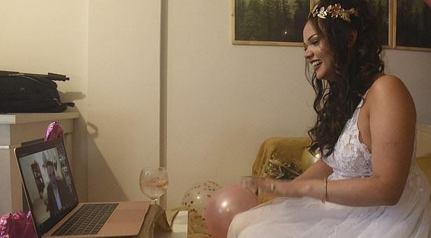 أول زواج بشكل قانونى عبر تطبيق زووم لعروس وعريس من بلدان مختلفة (1)