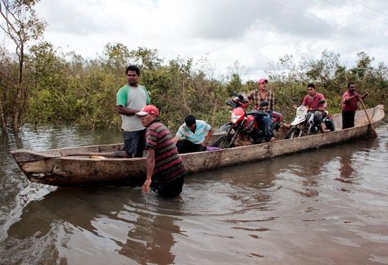 إعصار إيوتا يدمر جزيرة بروفيدينسيا فى كولومبيا (1)