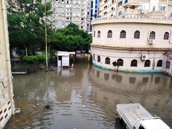 الأمطار تغرق شوارع المحافظات (9)