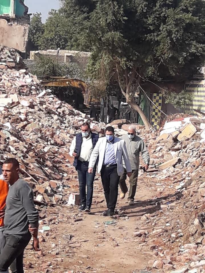 نائب محافظ القاهرة خلال أعمال نقل السكان (1)