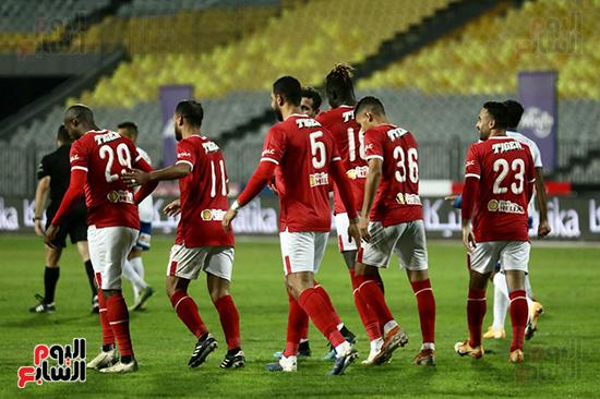لاعبو الاهلي يحتفلون بالتسجيل في أبوقير