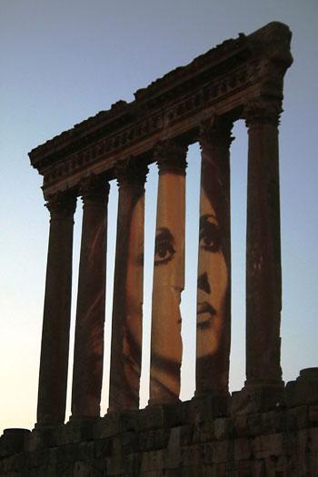 وجه فيروز يضيء المعالم الأثرية فى لبنان