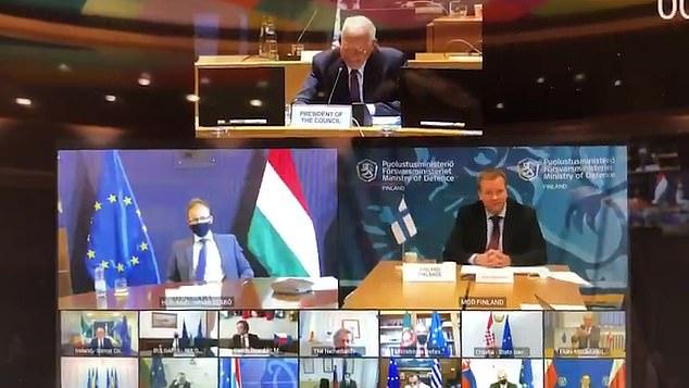 صحفي هولندي يبتسم ويلوح ويحضر اجتماع  سرى للاتحاد الأوروبي عبرزووم (2)