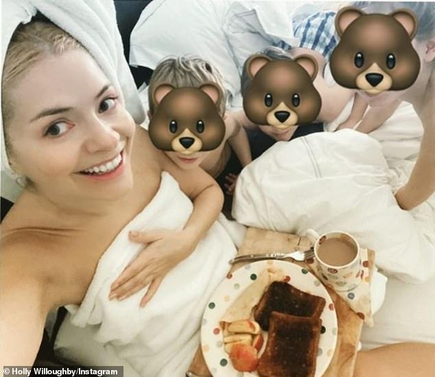 هولي ويلوبي مع أطفالها