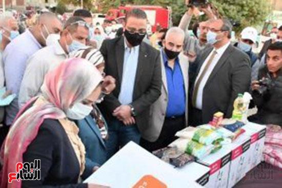 انطلاق القافلة الأكبر لتقديم المساعدات بمحافظات مصر (18)