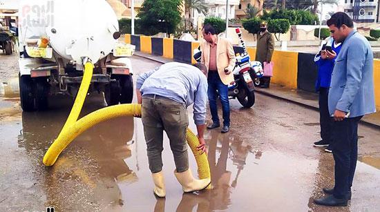 شفط مياه الأمطار من الشوارع (7)