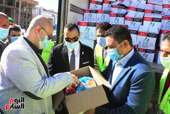 انطلاق القافلة الأكبر لتقديم المساعدات بمحافظات مصر (11)