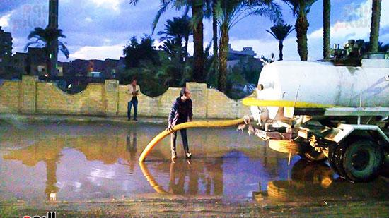 شفط مياه الأمطار من الشوارع (4)