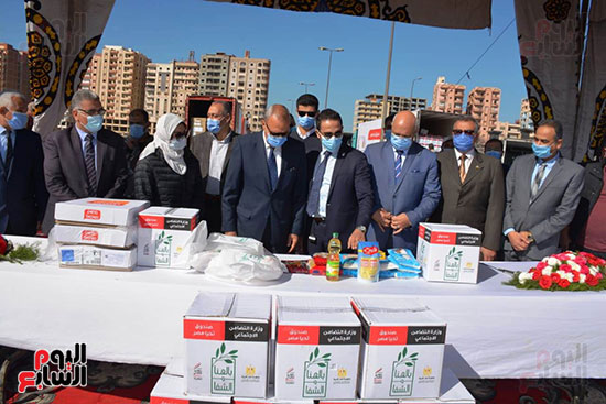 انطلاق القافلة الأكبر لتقديم المساعدات بمحافظات مصر (15)