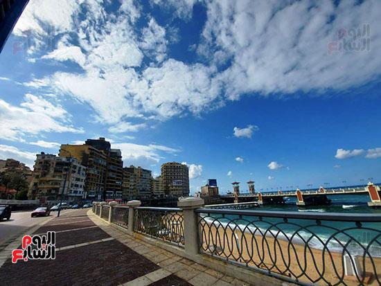 4- سماء صافية بالإسكندرية وسطوع الشمس