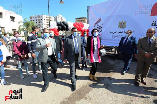 انطلاق القافلة الأكبر لتقديم المساعدات بمحافظات مصر (6)